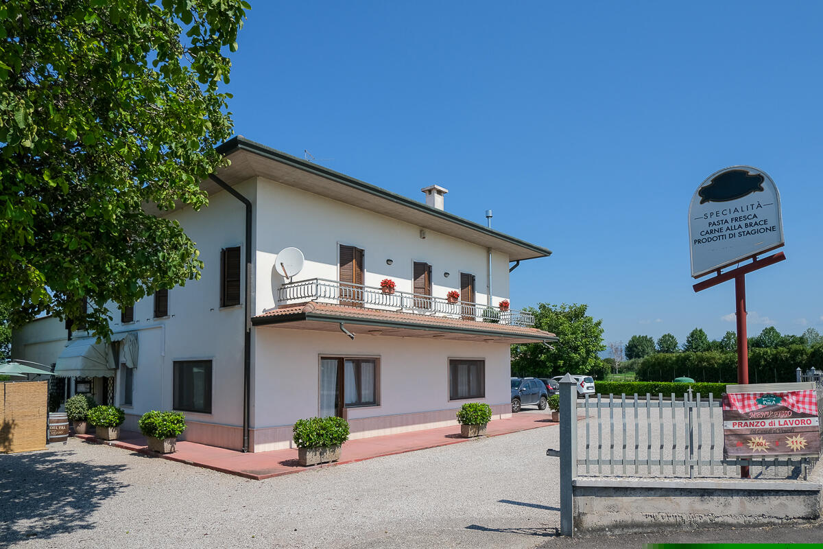 Locale Commerciale in Affitto RE/MAX  Top Elegance